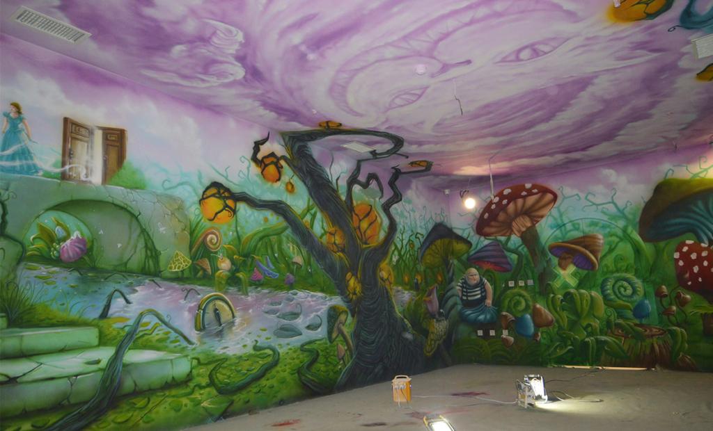 zając, kwiaty, labirynt, malowidło na ścianie