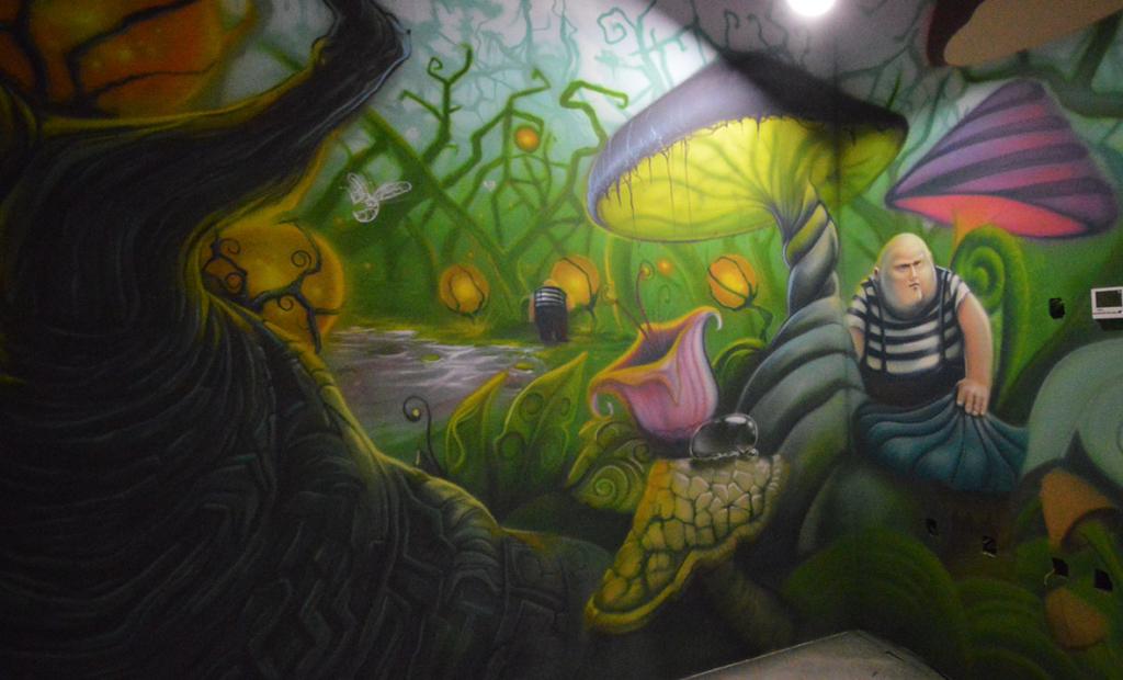 dziwny las, szalony las, szalona wizja, mural