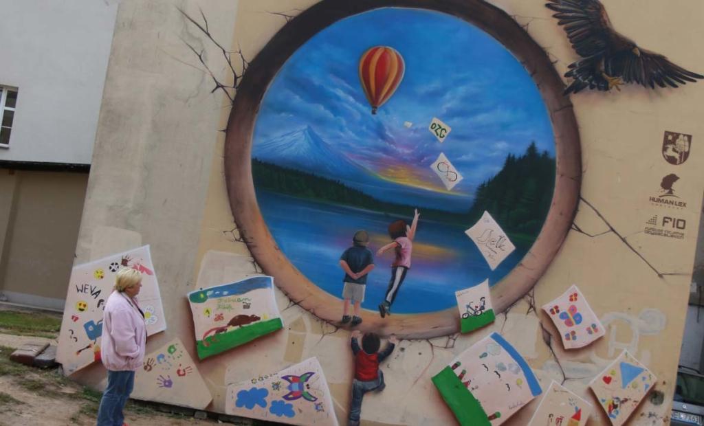 Mural dla fundacji Human, balony, lasy, jeziora