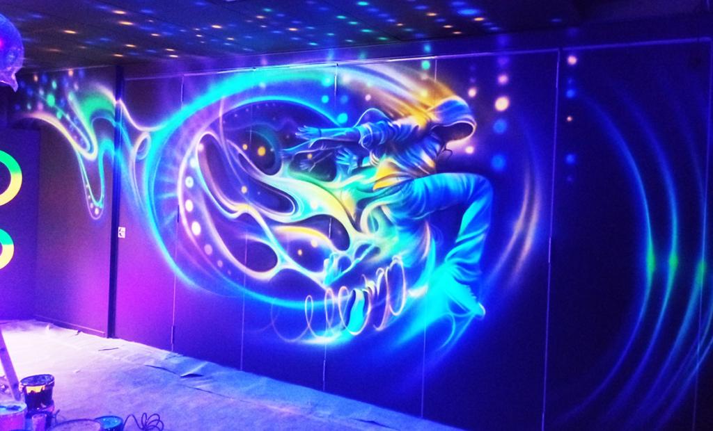 tańczyć, farby UV, świecić, disco, improwizacja, malowidło, graffiti