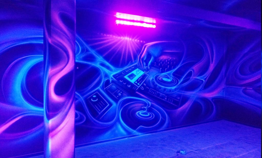 Pokój urodzinowy pomalowany farbami UV