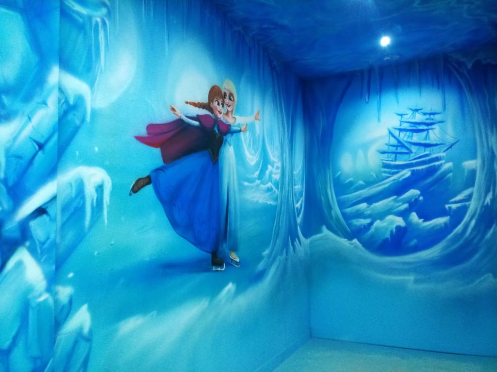 frozen, anna, elsa, szatnia, malunek w sali zabaw, malowidło, dla dzieci