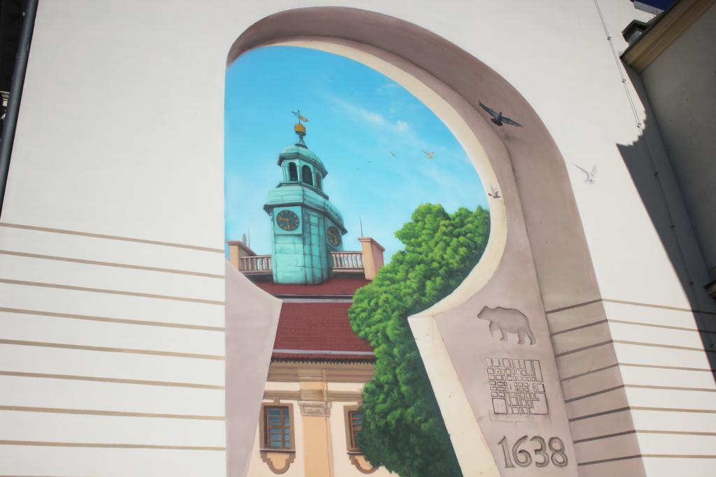mural ma na celu wpasować się w stare budownictwo