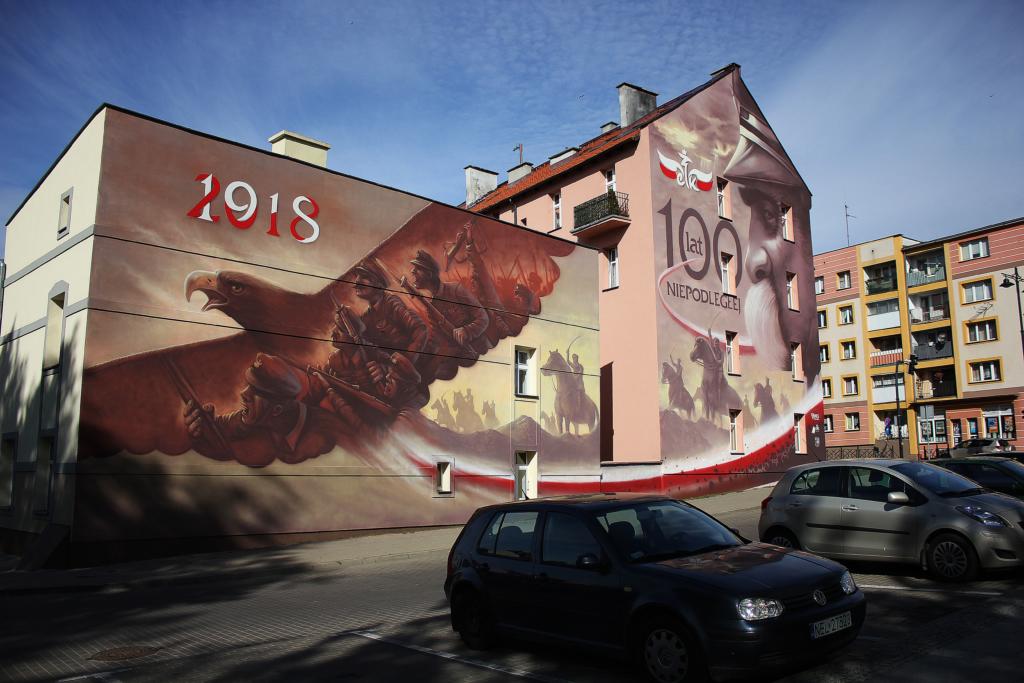 mural w centrum miasta, 100 lat niepodległej, mural na dwóch kamienicach