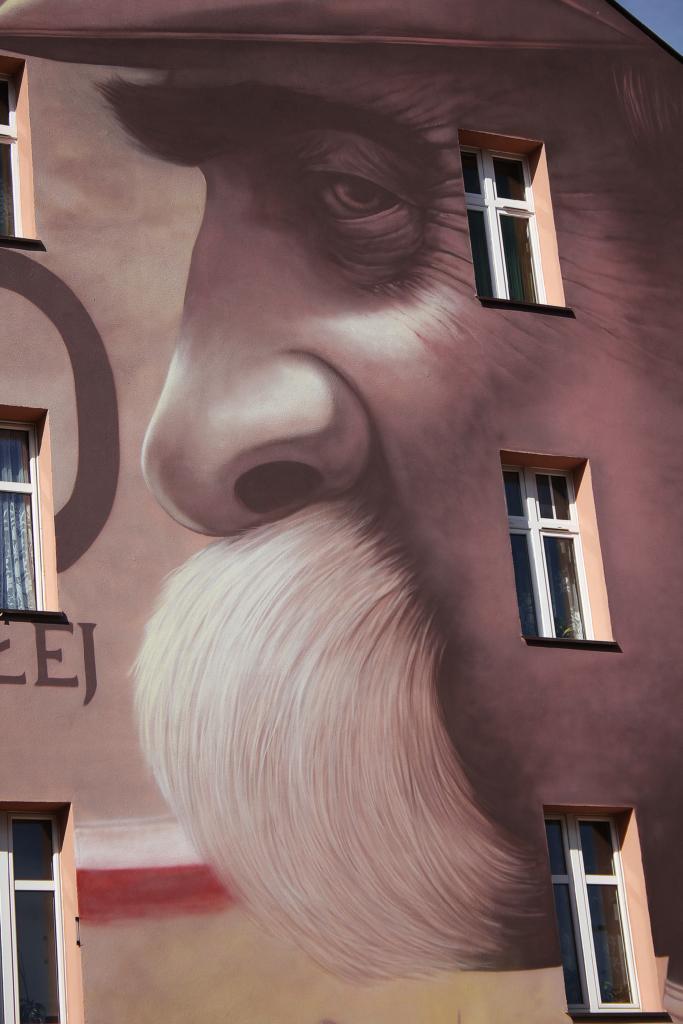 Marszałek Józef Piłsudski, mural, portret, wąs, detal, malowidło,
