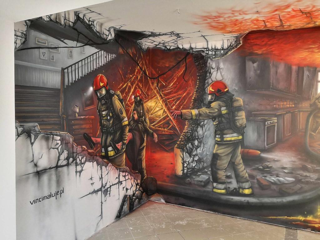 akcja strażaków w Augustowie, ratują zycie, płomienie