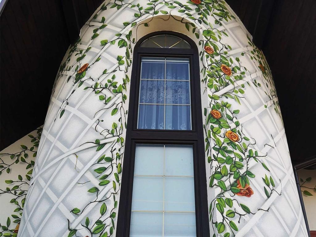 pergola, róże, malowidło ścienne